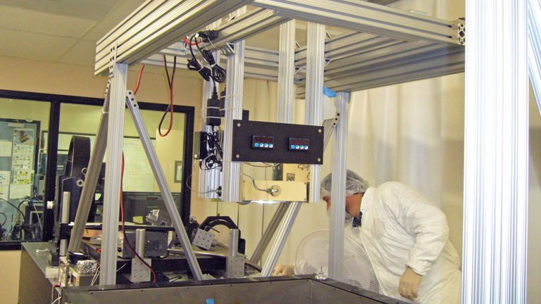 gantry for optical testing of a satellite imager